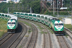 GO Transit (Ontario) MP40PH-3C's near Toronto Union Station (Mark Vogel) Tags: city railroad toronto ontario canada train go eisenbahn railway transit commuter passanger gotransit chemindefer mpxpress governmentontariotransit torontocommuterrail