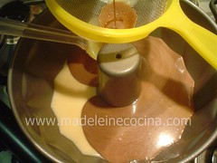 Agregando la gelatina con chocolate