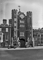 Vintage B&W.  September 1953. London. St James's Palace. (Margnac) Tags: england bw london history londres histoire jeanpaul 1953 margnac historicalview