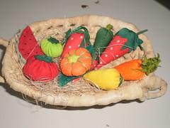 detalhe das frutinhas (rosaestilosa) Tags: bird melancia morango decorao tomate tecido pimenta limo pera abbora arranjos cenoura frutinhasdetecido