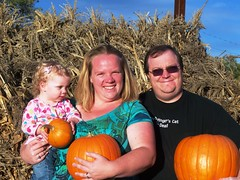 Family of pumpkin picking perfection (Ludeman99) Tags: me sarah eowynlouisebitner pumpkinpicking2009