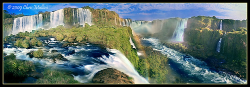 Iguazu Falls - Devil's Throat por Chris Mullins.