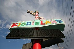 The Kiddieland Sign (stormdog42) Tags: sign illinois neon lastday amusementpark closing chicagoland kiddieland melrosepark