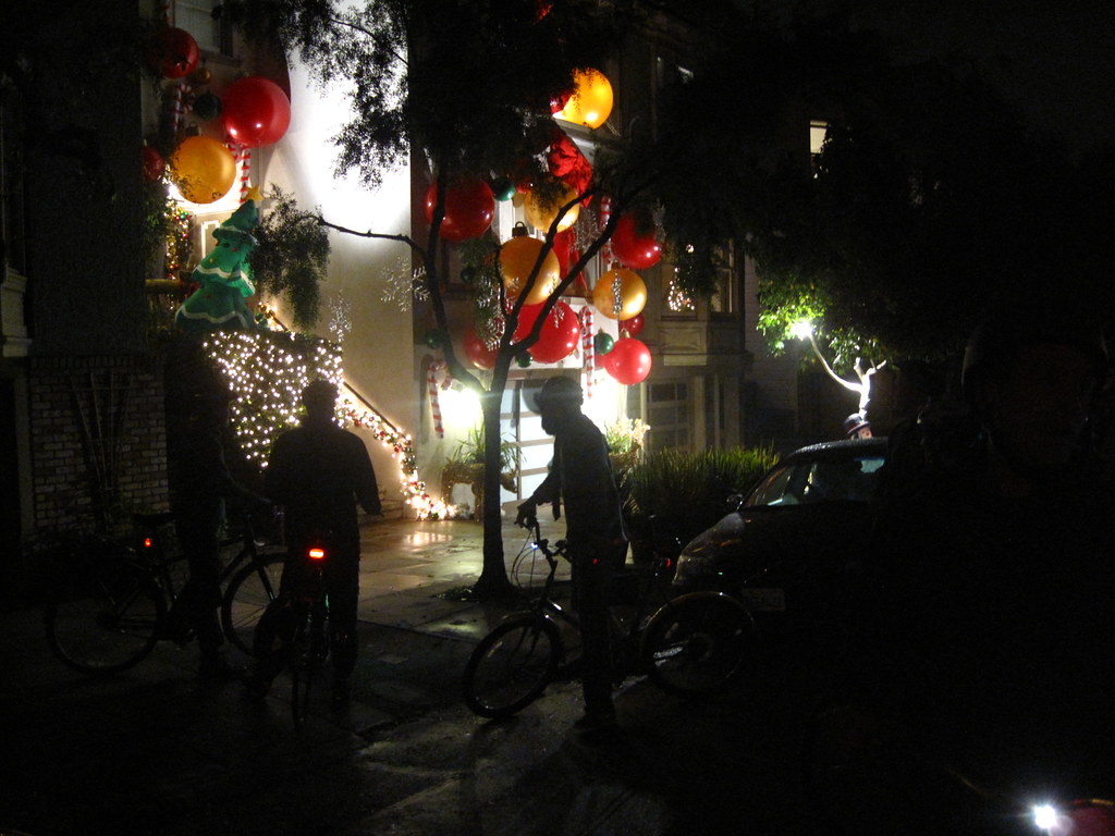Bikes y lights everywhere.