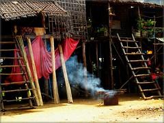 Laos/Cambogia Febbraio 2011 (anton.it) Tags: expression scala 1001nights tenda fumo villaggio cambogia tonlsap canong10 antonit 1001nightsmagiccity virgiliocompany mygearandme flickrtravelaward