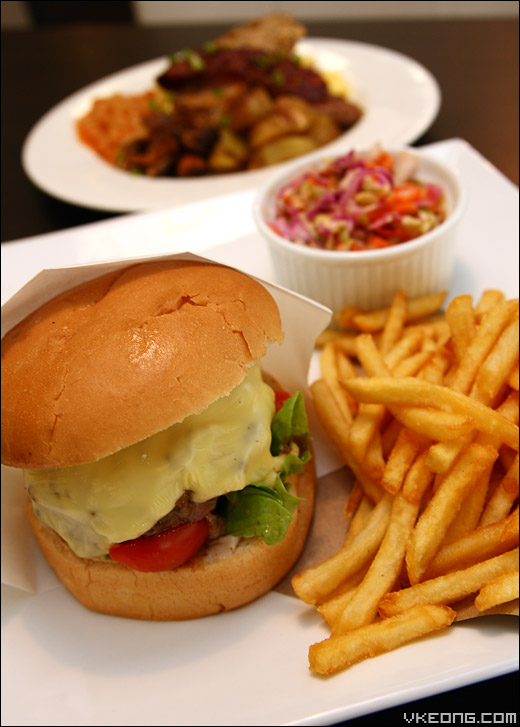 cheese-burger-with-fries