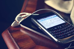 ( 3NOD.Al8EED ) Tags: by table photography afternoon blackberry bb curve bbm ipode 3nod al8eed blackberrymessanger