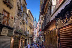 To the Cathedral of Toledo, Spain HDR (marcp_dmoz) Tags: street people espaa church canon eos calle spain catholic gente cathedral strasse kathedrale catedral menschen laden toledo shops narrow hdr eng spanien tiendas castilla mancha catlico estrecha 50d katolisch