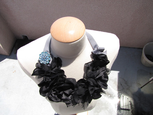 big-flower-necklace-collar-bib-4