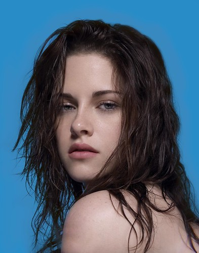 Kristen Stewart face close-up photo