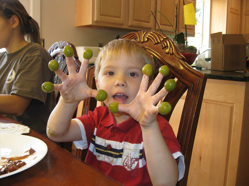 G'tums learning one-to-one ratio with olives