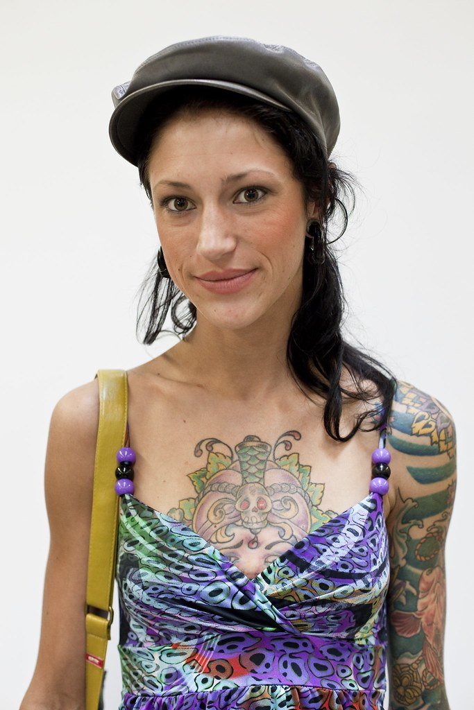 The world 39 s best photos of tattoo and woman flickr hive mind for Salon piercing paris