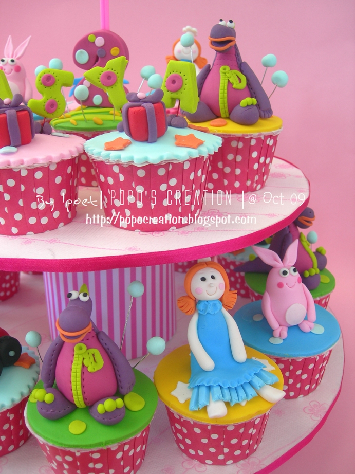dibo the gift dragon cupcake set