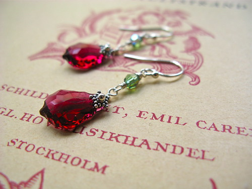 Baroque Nouveau earrings in ruby/green