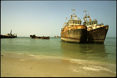 Wrecks Nouadhibou (sebastien banuls) Tags: ocean voyage africa travel friends portrait west blanco sahara photography fishing photographie desert barcos retrato ships negro nomad dakar wreck bateau 旅游 pesca atar mauritania mauritanie 摄影 épave nouakchott chinguetti nouadhibou モーリタニア iwik chinguitti موريتانيا tidjikdjat мавритания 毛里塔尼亚