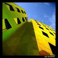 top (sediama (break)) Tags: blue green yellow germany geotagged colours pentax hannover explore gelb grün blau frankgehry üstra gehrytower abigfave infinestyle k20d sediama igp6752 ©bysediamaallrightsreserved