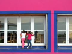 PRETTY IN PINK (André Pipa) Tags: family pink blue girls familia lisboa lisbon explore matilde lisbonne joana lisbona mexicanrestaurant 50faves 25faves mywinners platinumphoto anawesomeshot