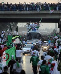 Alger : Just Ds l'arrive, De l'quipe nationale Algrienne from Soudan (menosultra) Tags: world africa england usa cup vertical foot 1 algeria us football team soccer south sudan egypt national algrie supporters 2010 algerian  algiers nationale  dalgrie   lquipe       algrienne