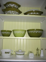 Green display (vonlipi's favorites) Tags: bowl casserole cinderella pyrex 043 crazydaisy springflowergreen
