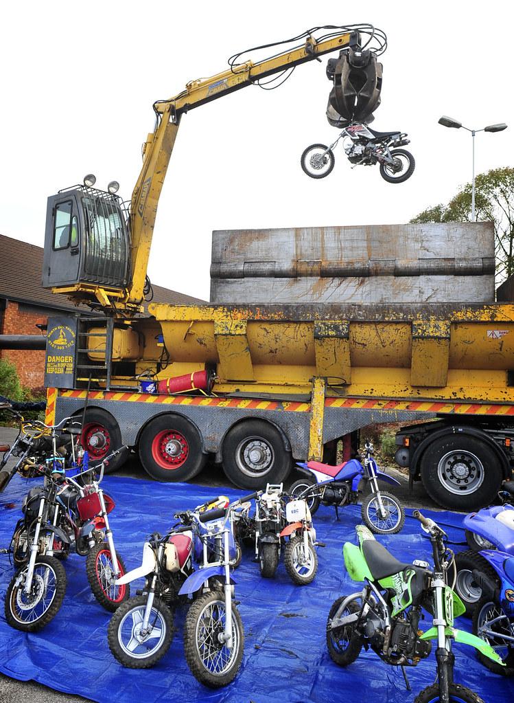 Higher Blackley bike crush 29/10/09