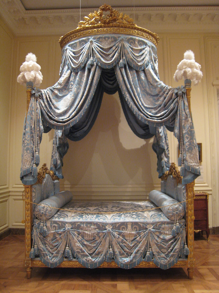 Laurel canopy bed laurel canopy laurel canopy bed for 18th century window treatments
