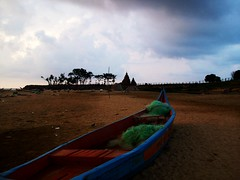 016 Shore Temple, Mamallapuram (Bennie Lava) Tags: india sunrise temple boat shore mahabalipuram theindiatree