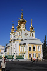East Chapel at Peterhof (Erwyn van der Meer) Tags: stpetersburg gold golden bluesky saintpetersburg peterhof img5588 eastchapel