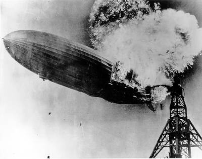luftschiff-hindenburg_burning_1937 by r2d20201