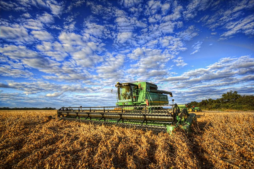 Resultado de imagen para cosecha de soja atardecer