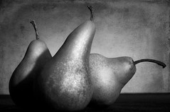 3 peras (Moises Levy L) Tags: leica light stilllife macro pears 60mm peras canon5dmll
