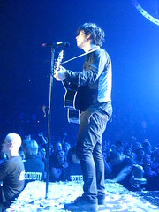 Billie Joe Armstrong of Green Day live in Pittsburgh at Mellon Arena (Guitargrapher.) Tags: she light white holiday jason mike jeff broken st stew for idiot cool waiting king 2000 day boulevard basket brothers know good library jesus jimmy nowhere suburbia going away joe before brain case we queen east your cover age american dreams static jar to guns years longview drama minority armstrong tre enemy jaded freese billie shout isley eulogy lobotomy riddance matika a dirnt at are pasalacqua