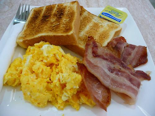 bacon_ scrambled_ toast