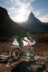 the last descent of the day (biologo) Tags: autumn red sun bike sport season schweiz switzerland evening ride suisse action descent mountainbike riding biking gornergrat zermatt matterhorn riffelsee svizzera res rider wallis velo vtt valais againstthesun svizra asvz strobist vallese yongnuo thmusoberrider