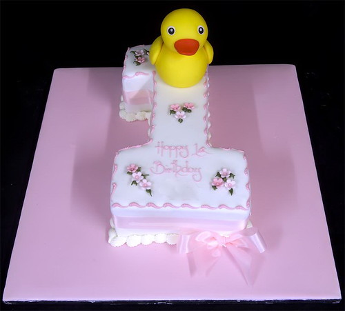 Sugarpaste Rubber Duck on Figure One Cake