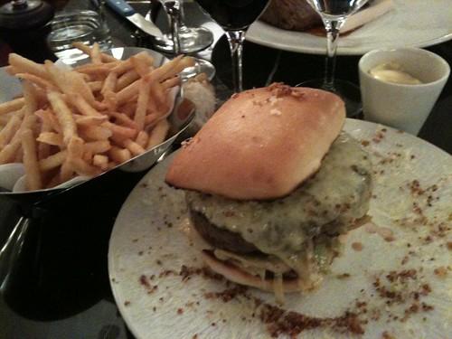 Thoumieux: Cheeseburger + pommes allumettes