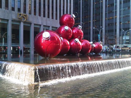 Holiday fountain display