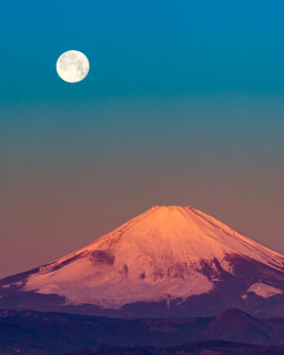 Red Fuji and full moon