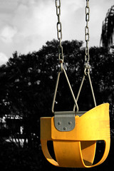 Columpio (Mr_Giobinsky) Tags: color yellow metal dark surreal swing chain amarillo hanging recreation rule selective thirds cadena selectivecolor columpio ruleofthirds colorkeying keying colourkeying sweetselectivecolor
