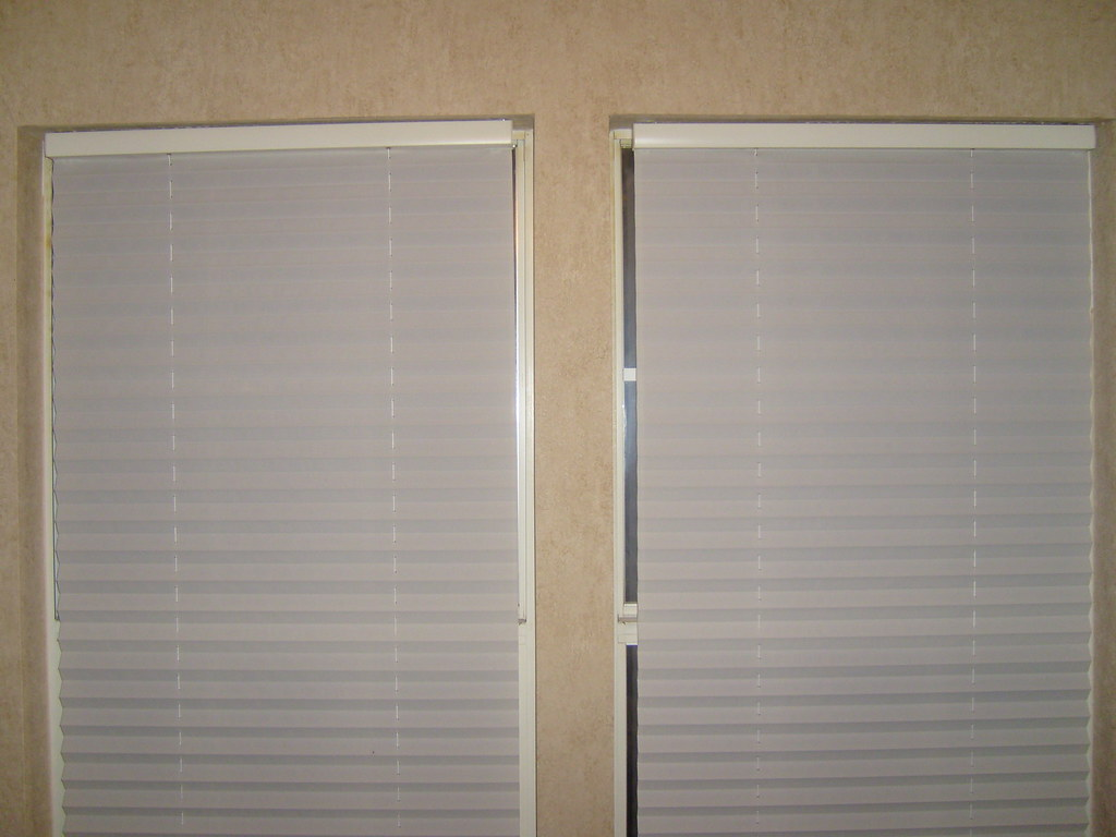 Cordless Blinds. White. Set of 2