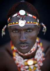 Samburu warrior - Kenya (Eric Lafforgue) Tags: africa portrait people man face beads kenya culture tribal human tribes bead warrior afrika tradition tribe ethnic moran samburu kenia tribo homme gens visage headdress afrique headwear ethnology headgear tribu eastafrica beadednecklace 5552 coiffe qunia lafforgue ethnie morane  qunia    beadsnecklace kea   ethhnic  humainpersonne a
