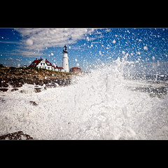 Duck and Cover, Hurricane Bill and the PHL (moe chen) Tags: ocean light lighthouse storm wet portland bill nikon rocks elizabeth williams fort head hurricane maine sigma wave moe cape 1020mm surge phl d300 moe76