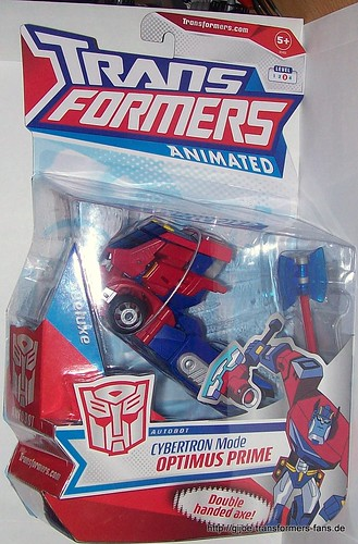 Optimus-Prime--Cybertron-Mode  Animated Deluxe  Transformers 001