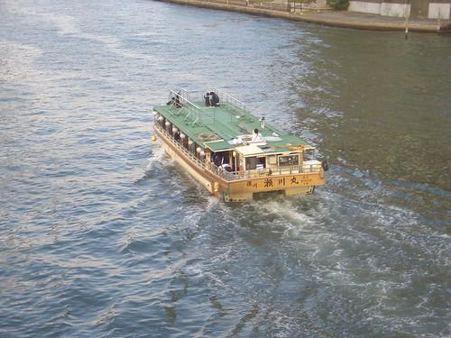 隅田川を走る船