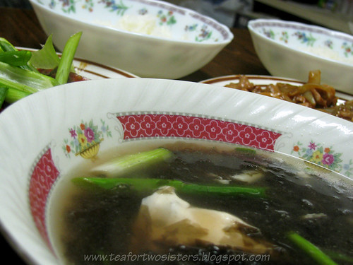 Seaweed soup with egg and green onions