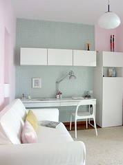 Guest room after wallpaper (Iro {Ivy style33}) Tags: pink wallpaper ikea lamp vintage sofa 50s renovation besta guestroom lightblue hagalund bedsofa apartment44