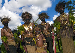 Mount Hagen - Papua New Guinea (Eric Lafforgue) Tags: pictures photo picture culture tribal papou tribes png tradition tribe papuanewguinea ethnic tribo headdress headwear papu ethnology headgear tribu  coiffe papuaneuguinea papuanuovaguinea  ethnie papouasienouvelleguine papuaniugini papoeanieuwguinea papusianovaguin papuanyaguinea   papanuevaguinea    paapuauusguinea  papuanovaguin papuanovguinea   papuanowagwinea papuanugini papuanyguinea  a0009747 bienvenuedansmatribu
