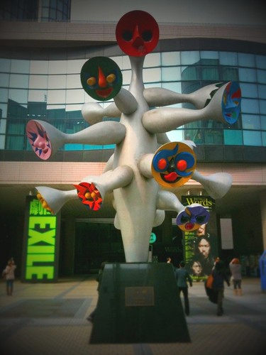 岡本太郎作「こどもの樹」