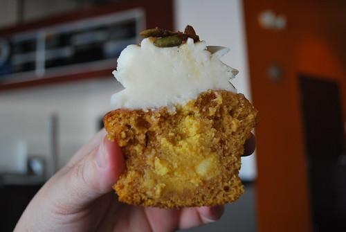 pumpkin filling.. pumpkin cupcake