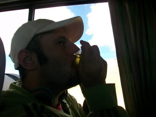 bebiendo aguachirri peruana