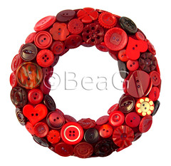 Button Wreath (Knopenkrans) (Made by BeaG) Tags: christmas red circle design holidays belgium handmade unique decoration creative belgi wreath round button recycle decor rood krans reuse cirkel reclaim rond repurpose knopen recyclage beag vintagebuttons hergebruik indiedesigner redbuttons buttonwreath indieartist recycledecor designedandmadebybeag ontworpenengemaaktdoorbeag craftingwithbuttons knutselenmetknopen vintageknopen knopenkrans rodeknopen recyclehomedecor designerwreath designerwreaths